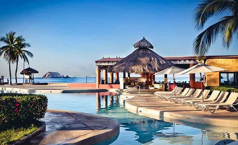 pool-at-holiday-inn-resort-ixtapa-all-inclusive