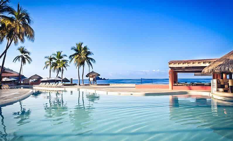 pool-at-holiday-inn-resort-ixtapa-all-inclusive3